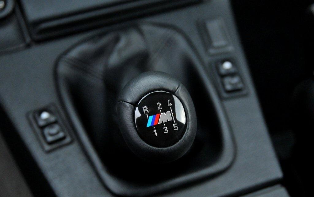 Alavanca de câmbio do tipo dogleg dos BMW M3