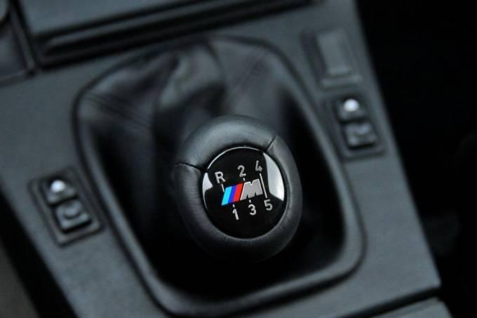 Alavanca de câmbio do tipo dogleg do BMW M3