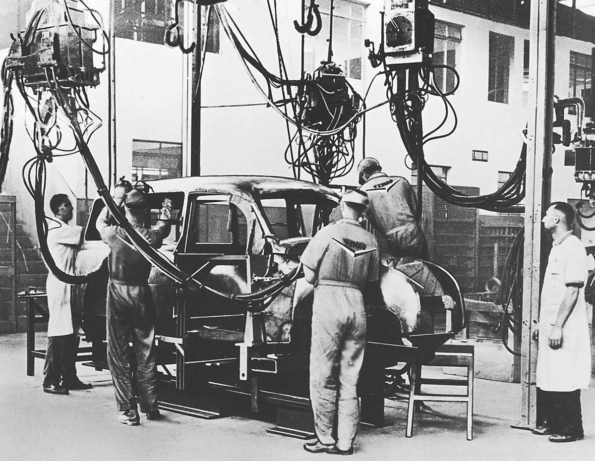 Linha de montagem da perua DKW F91 Universal