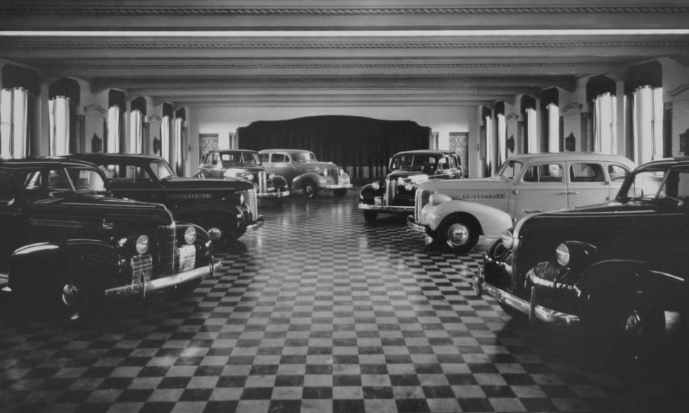 Concessionária General Motors, em São Paulo, na década de 30. apenas veículos importados