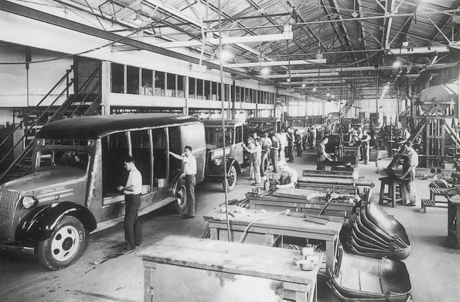Linha de montagem dos caminhões GM, nos anos 30