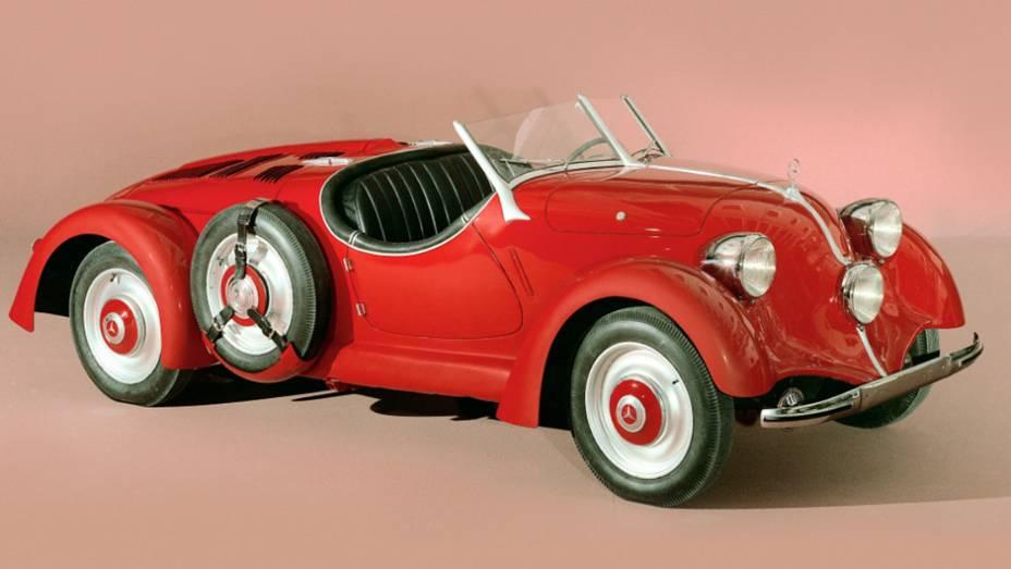 Paralelo à ascensão do nazismo, o popular da Mercedes evoluiu em versões (na foto o 150), que deixaram a desejar em beleza e requinte.