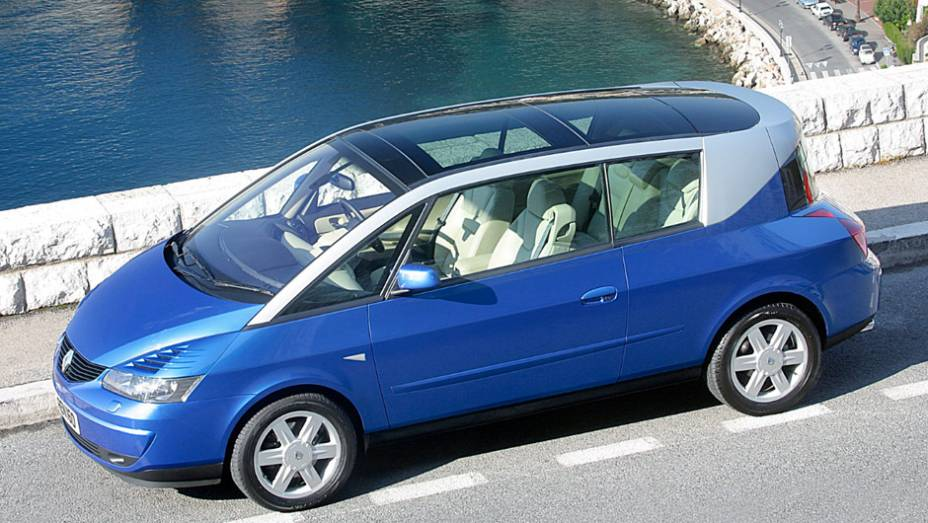 Tentar vender a ideia de que ela era um novo tipo de cupê, apesar do formato de minivan, com motor de mais de 200 cv, soou estapafúrdio até para os tradicionalmente vanguardistas franceses.