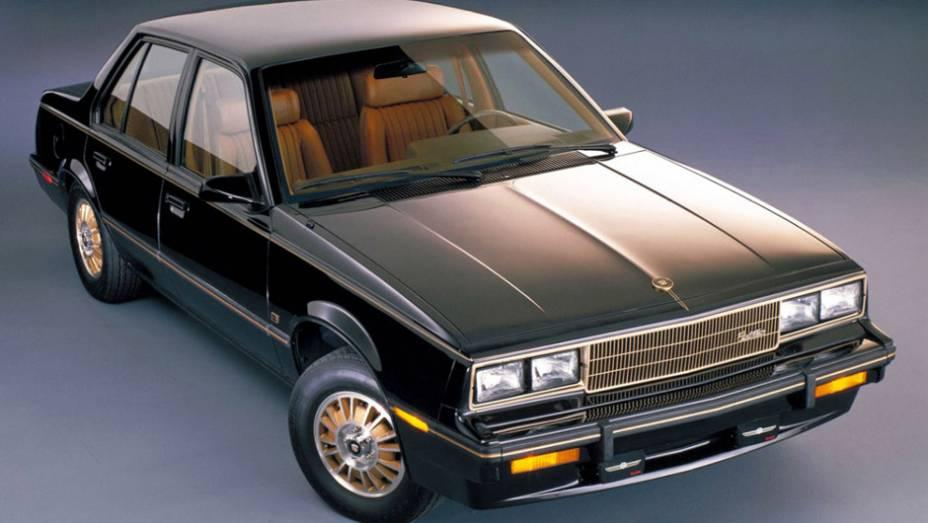 Ele era praticamente um gêmeo do Chevrolet Cavalier. Ok, não seria o primeiro caso na indústria, mas problema é que a Cadillac é a marca de luxo do grupo. Algo como um Audi idêntico a um Voyage.