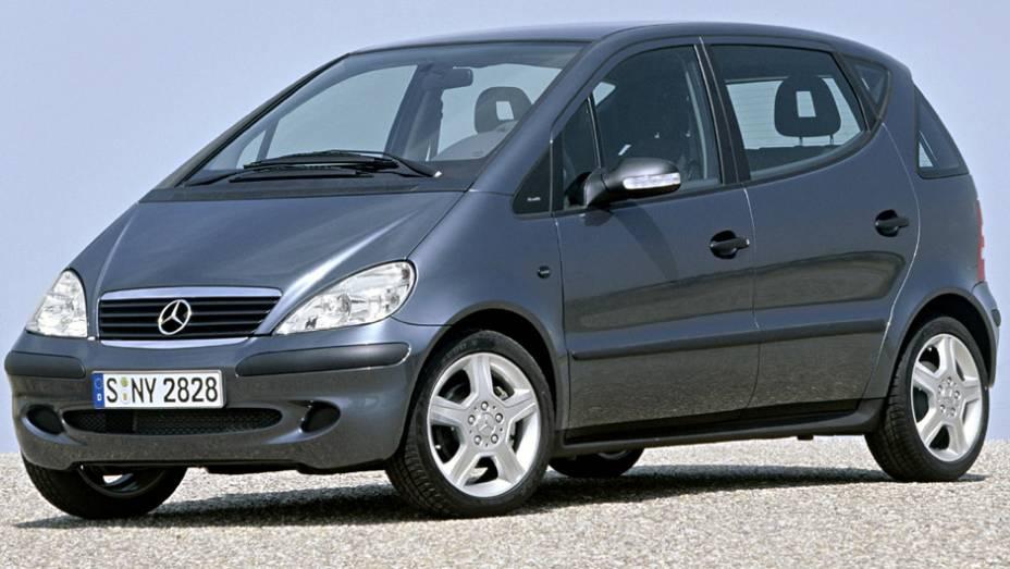 A ideia de fazer um Mercedes mais acessível esbarrou quando ele capotou em um teste da imprensa sueca. Sofreu recall e ganhou diversos componentes eletrônicos, mas a reputação já tinha ido embora.