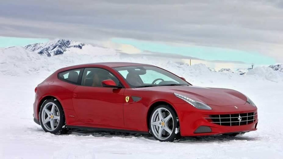 Ferrari FF: apresentada em 2011, a FF (de Ferrari Four) ainda divide opiniões pelo visual um pouco desengonçado; na Europa, é classificada como uma shooting brake, espécie de perua de três portas
