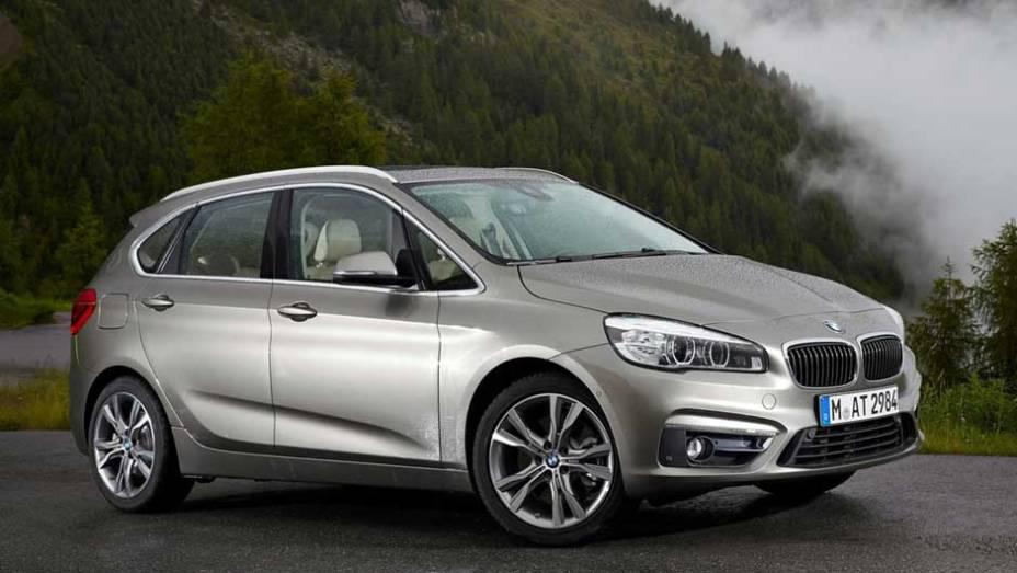 BMW Série 2 Active Tourer: a primeira minivan da história da marca alemã também foi o primeiro modelo com tração dianteira da empresa