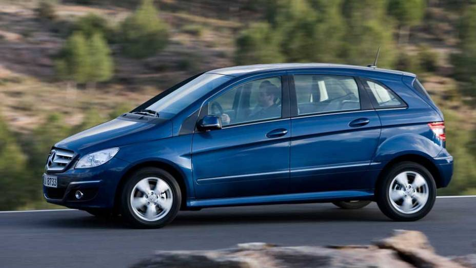 Mercedes-Benz Classe B: não é só a BMW que tenta fisgar as famílias; desde 2005 a minivan está nas ruas com toda a versatilidade de uma veículo deste tipo