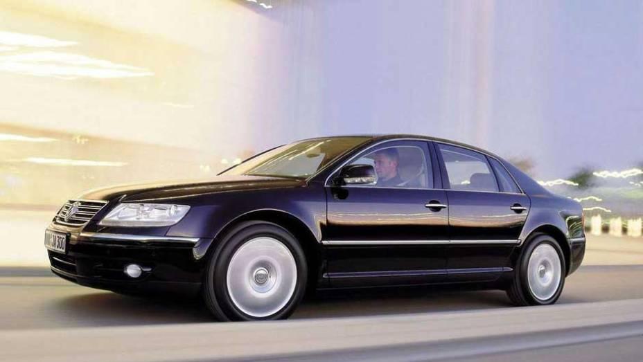 VW Phaeton: espécie de Audi A8 da Volkswagen, o Phaeton nunca foi um sucesso de vendas; nada mais natural para um modelo de alto luxo feito por uma empresa cujo nome significa carro do povo