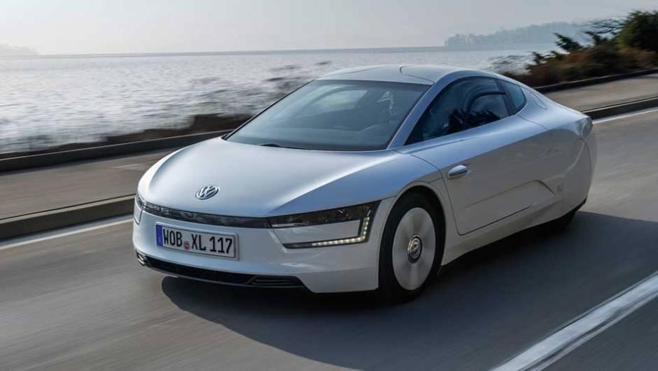 VW XL1: apesar de parecer um carro-conceito, o XL1 já está sendo produzido; sua premissa é de rodar até 100 quilômetros com apenas 1 litro de diesel