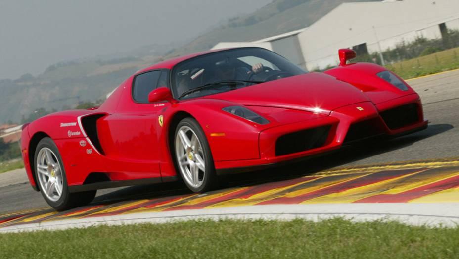 Ferrari Enzo: o nome do fundador da Ferrari foi a escolha certa para batizar o modelo que sucedeu a F50 no posto de supercarro da Ferrari
