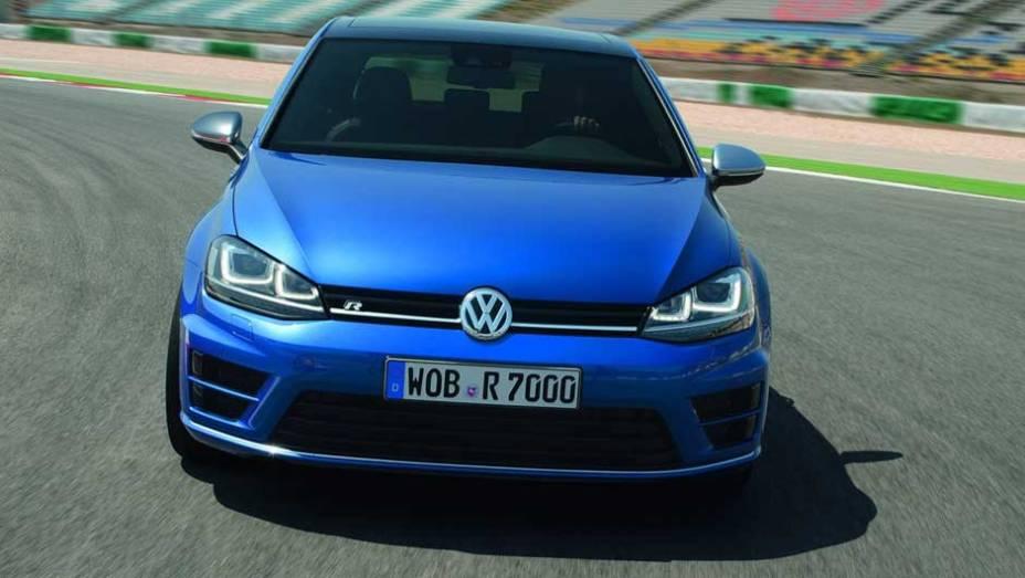 """Na Alemanha, o novo Golf R custará a partir de 38.325 euros   <a href=""""http://quatrorodas.abril.com.br/saloes/frankfurt/2013/volkswagen-golf-r-752207.shtml"""" rel=""""migration"""">Leia mais</a>"""