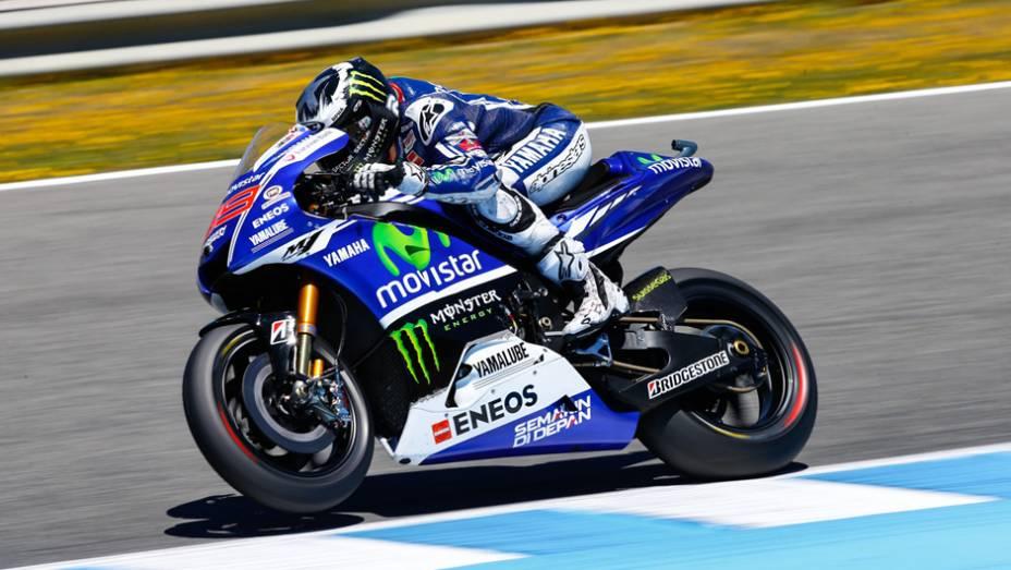 """Lorenzo não conseguiu segurar a pressão do rival da Honda.   <a href=""""http://quatrorodas.abril.com.br/moto/noticias/quatro-vezes-marquez-781513.shtml"""" rel=""""migration"""">Leia mais</a>"""