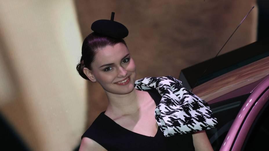 """Veja as belas Garotas do <a href=""""http://quatrorodas.abril.com.br/noticias/saloes/genebra-2014/"""" rel=""""migration"""">Salão de Genebra 2014</a>"""