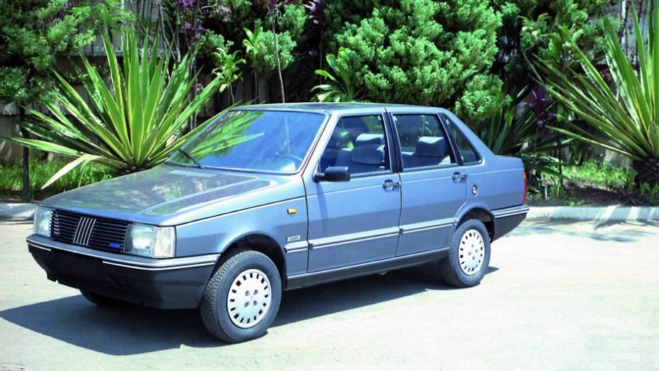 1987 - O Prêmio ganha versão CSL de quatro portas, base para a versão que seria exportada para a matriz italiana, rebatizada de Duna