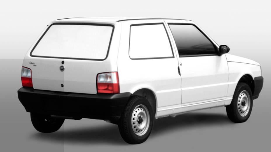 1988 - Substituto do 147 em versão equivalente, o Uno Furgão dispensava o banco traseiro e vinha com as janelas laterais traseiras pintadas na cor do carro, nas versões 1.3 e 1.5