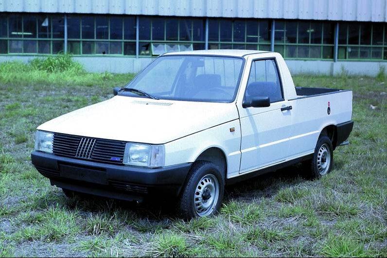 1988 - Com o nome Fiorino Pick-up, a substituta da picape City, é lançada inicialmente com motor 1.3. Posteriormente, ela adotaria motores 1.5 e 1.6