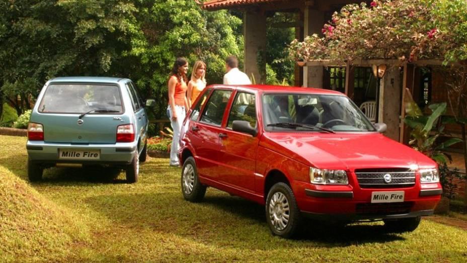 2004 - O novo Mille Fire - já sem o nome Uno - traz nova frente e parachoques na cor do carro, em comemoração aos 20 anos de lançamento do Uno. Muitos não gostam do resultado