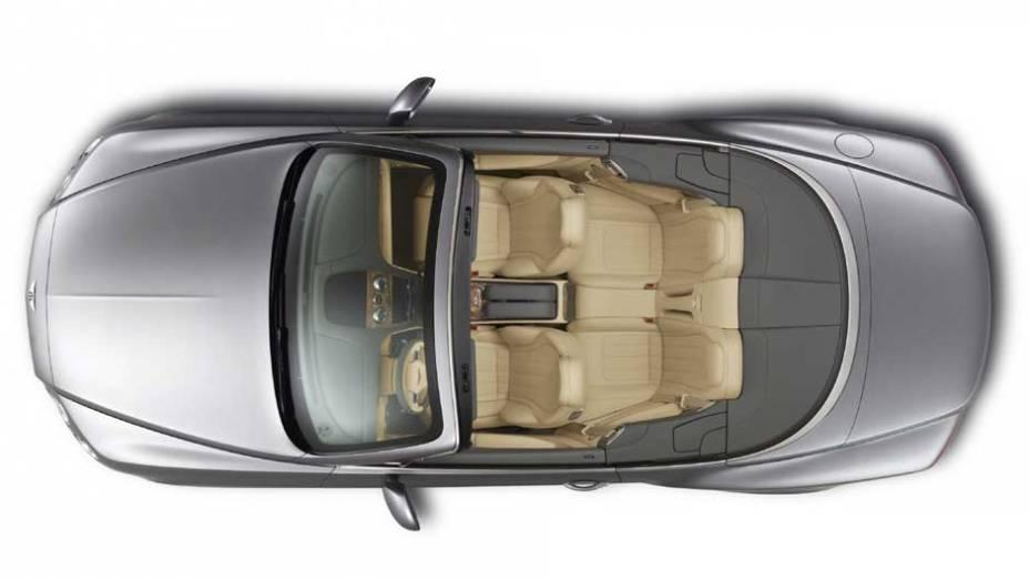 Assentos dianteiros estão mais finos, o que aumentou o espaço traseiro