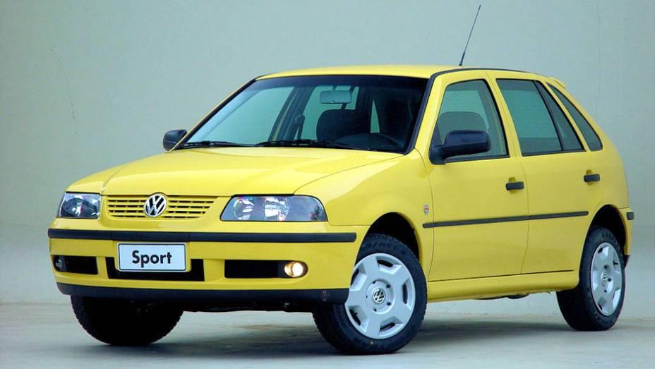 VW Gol Sport (2002): em campo o Brasil fez bonito e trouxe o penta para casa; fora dele, o Gol Sport decepcionava pelo desempenho do motor 1.0 16V, que não condizia com o visual esportivo ressaltado pela marca