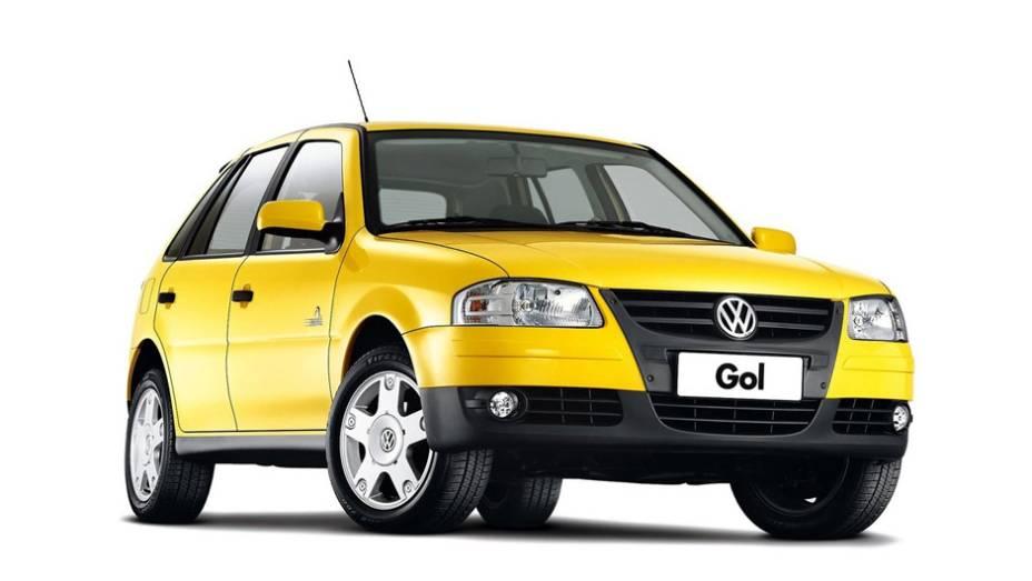 """VW Gol Copa (2006): com 16 mil unidades produzidas, o carro tinha visual diferenciado, com rodas de liga leve e um aplique preto na grade em forma de """"V""""; foi vendido com motores 1.0 e 1.6"""