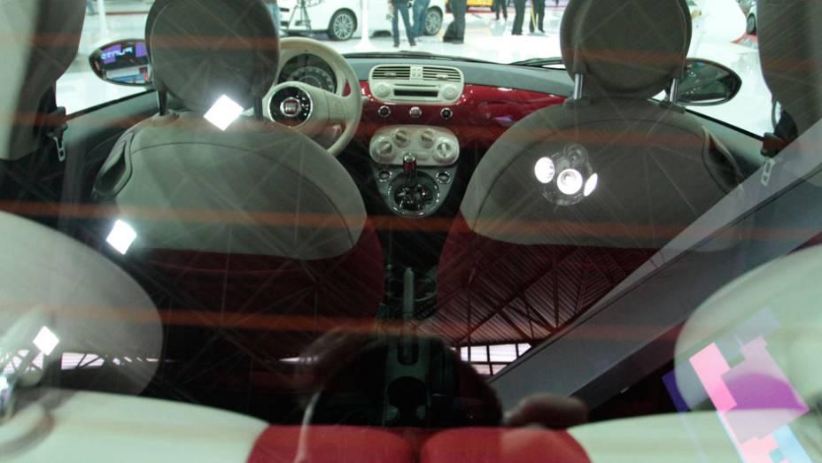 """Interior conta com acabamento na cor do veículo <a href=""""http://quatrorodas.abril.com.br/salao-do-automovel/2012/carros/500-704044.shtml"""" rel=""""migration"""">Leia mais</a>"""