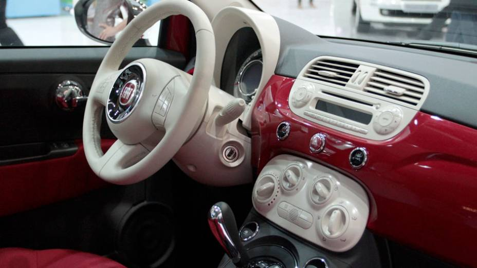 """Modelo está disponível nas versões Cabriolet e Gucci <a href=""""http://quatrorodas.abril.com.br/salao-do-automovel/2012/carros/500-704044.shtml"""" rel=""""migration"""">Leia mais</a>"""