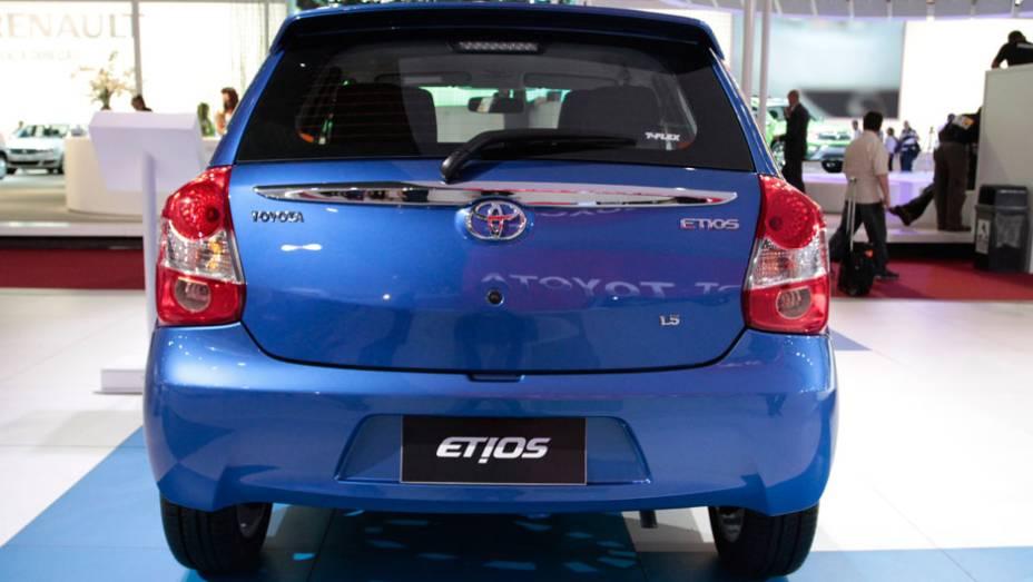"""Etios hatch 1.3 acelera de 0 a 100 km/h em 11,9 com álcool no tanque <a href=""""http://quatrorodas.abril.com.br/salao-do-automovel/2012/carros/toyota-etios-703992.shtml"""" rel=""""migration"""">Leia mais</a>"""