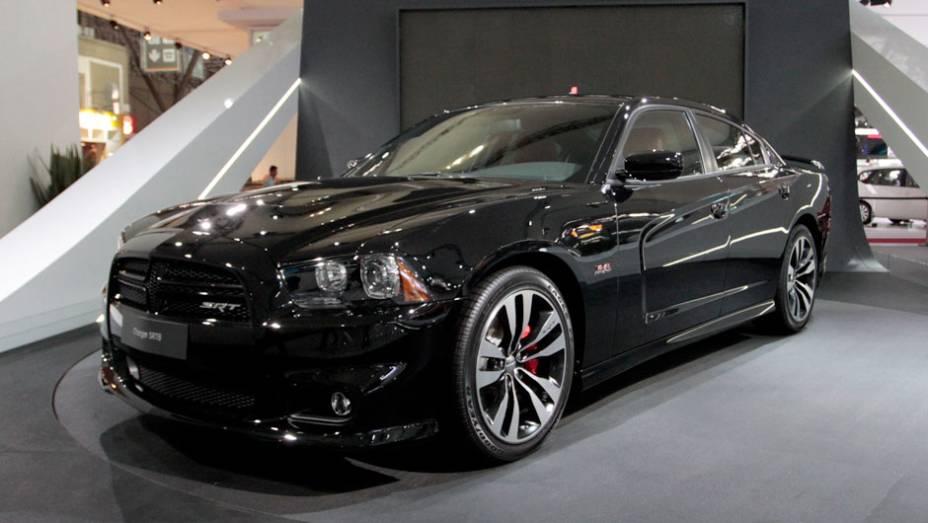 """Modelo SRT8 é o suprassumo da linha Dodge SRT <a href=""""http://quatrorodas.abril.com.br/salao-do-automovel/2012/carros/charger-srt8-super-bee-703995.shtml"""" rel=""""migration"""">Leia mais</a>"""