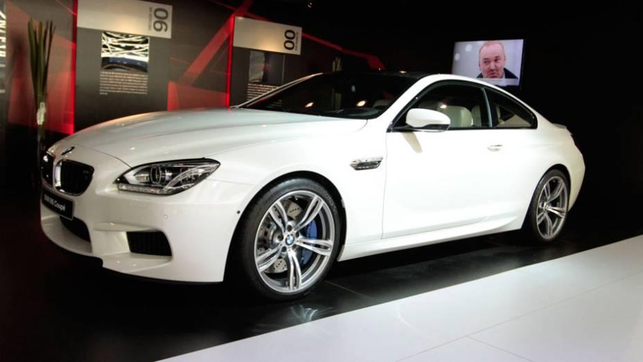 """Um coupé de luxo, com características inovadoras. É assim que a BMW define o M6   <a href=""""http://quatrorodas.abril.com.br/salao-do-automovel/2012/carros/m6-710910.shtml"""" rel=""""migration"""">Leia mais</a>"""