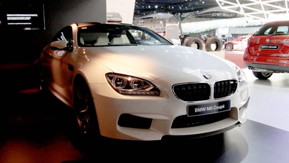 """O modelo está presente neste Salão do Automóvel   <a href=""""http://quatrorodas.abril.com.br/salao-do-automovel/2012/carros/m6-710910.shtml"""" rel=""""migration"""">Leia mais</a>"""
