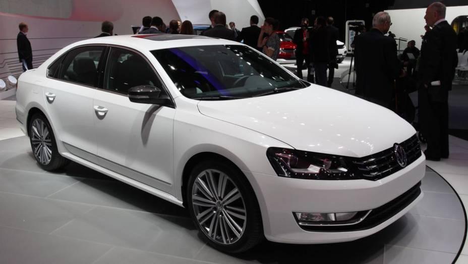 """A Volkswagen mostrou uma versão Performance concept do Passat no Salão de Detroit   <a href=""""http://quatrorodas.abril.com.br/saloes/detroit/2013/passat-performance-concept-731010.shtml"""" rel=""""migration"""">Leia mais</a>"""