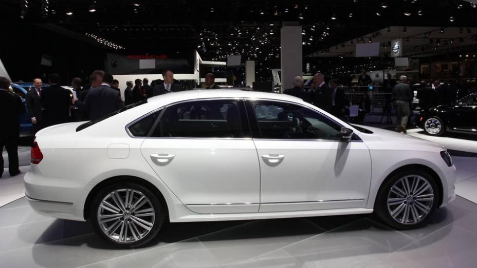 """Ele tem aparência de carro que pode facilmente ganhar uma versão de produção   <a href=""""http://quatrorodas.abril.com.br/saloes/detroit/2013/passat-performance-concept-731010.shtml"""" rel=""""migration"""">Leia mais</a>"""
