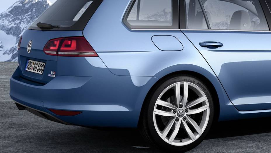"""Volkswagen divulgou primeiras imagens oficiais do modelo que será apresentado em Genebra. <a href=""""%20http://quatrorodas.abril.com.br/saloes/genebra/2013/volkswagen-golf-variant-735101.shtml"""" rel=""""migration"""">Leia mais</a>"""