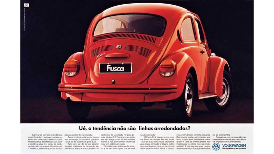 Na década de 90, o Fusca já era um modelo relativamente defasado. Ainda assim, a VW brincou com a tendência de linhas arredondadas dos modelos da época. Afinal, eram as mesmas do velho Fusca!