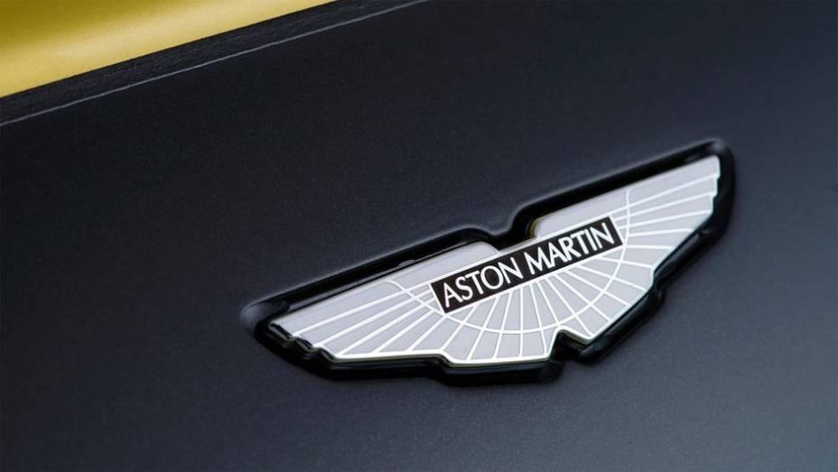 """A Aston Martin surpreendeu e revelou o V12 Vantage S   <a href=""""http://quatrorodas.abril.com.br/noticias/fabricantes/aston-martin-revela-v12-vantage-s-742642.shtml"""" rel=""""migration"""">Leia mais</a>"""