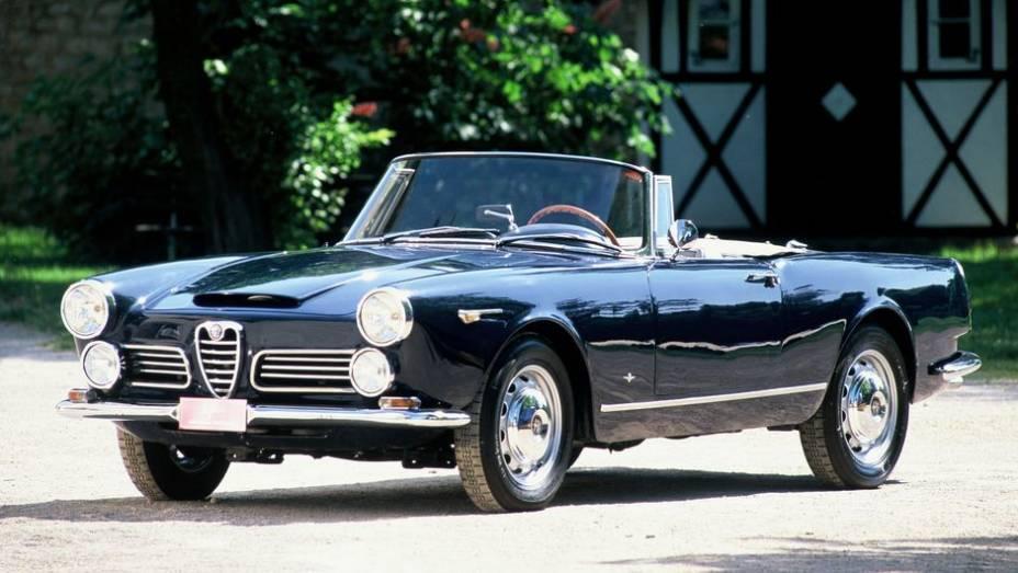 Alfa Romeo 2600 Spider - As versões Spider da Alfa Romeo se popularizaram com o Giulietta e depois com o roadster Duetto, nunca com modelos médios, como o belo 2600.