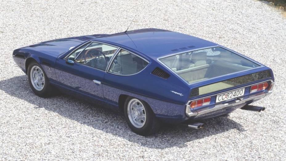 Lamborghini Espada - Modelo para quatro ocupantes lançado em 1968, ele era estranho no visual, mas adotava o tradicional esquema de motor dianteiro e tração traseira.