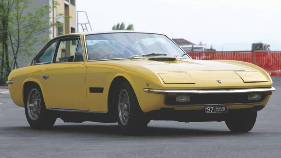 Lamborghini Islero - Suas linhas simples e elegantes quase desapareciam perto do Miura e do Espada. Os 320 cv, menor potência da linha, não garantiram brilho.