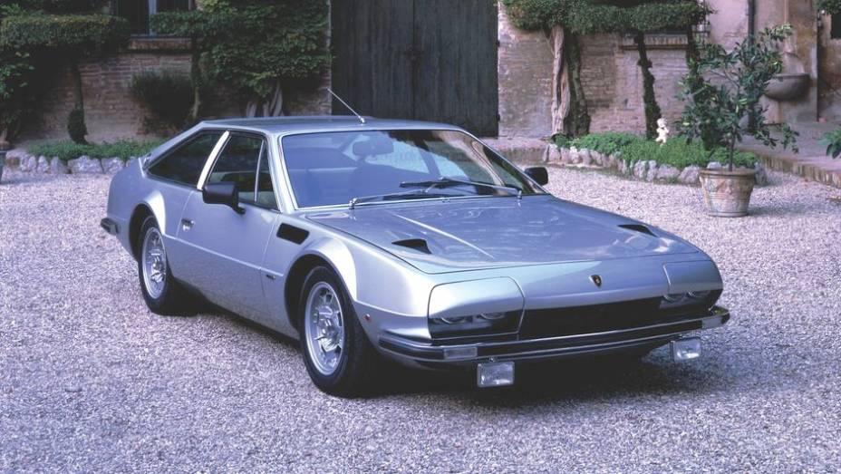 Lamborghini Jarama - Aposentando o Islero aos dois anos de idade, em 1970, o Jarama esbanjava discrição perto do Countach, num segmento em que ela destoa demais.