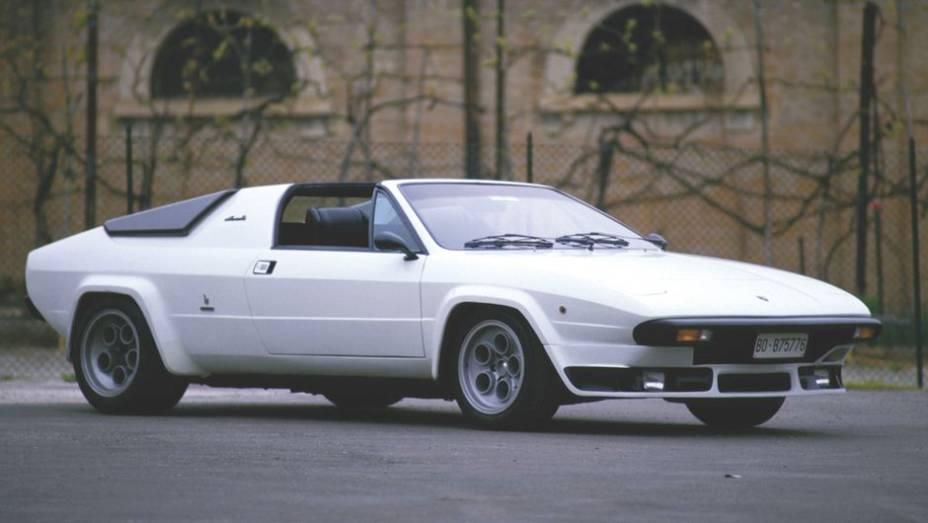 Lamborghini Silhouette - Ele surgiu em 1978, com estilo bem mais coerente com o do Countach, mas na configuração V8 do Urraco. Em 1981, seu nome mudou para Jalpa.