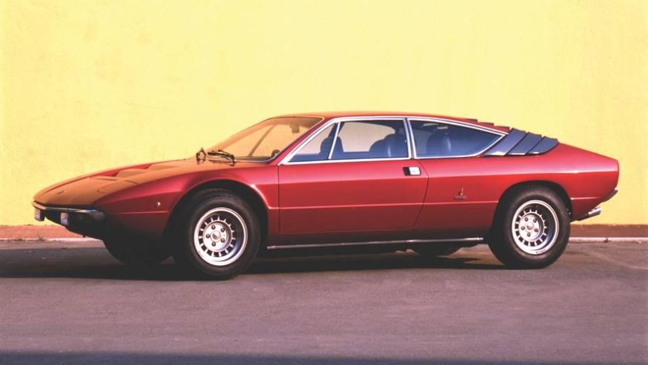 Lamborghini Urraco - Com Ferrari Dino e Porsche 911 no mesmo páreo, o futurista Urraco acabou ficando para o escanteio da memória. Foi o primeiro Lambo com motor V8.