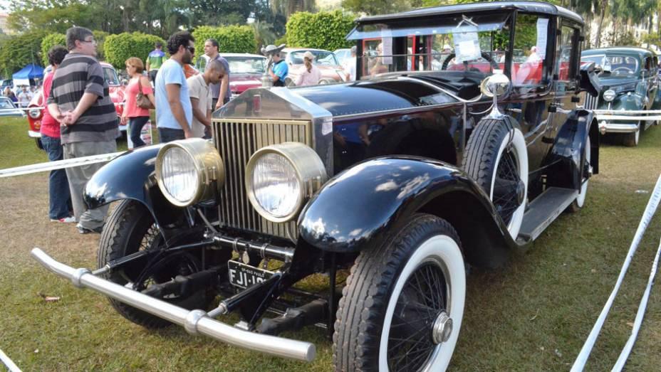 """18º Encontro Paulista de Autos Antigos: Troféu The Best in Show, foi destinado ao Rolls-Royce 1928   <a href=""""http://quatrorodas.abril.com.br/noticias/classicos//encontro-paulista-autos-antigos-movimenta-aguas-lindoia-feriado-742932.shtml"""" rel=""""migration"""">Leia mais</a>"""