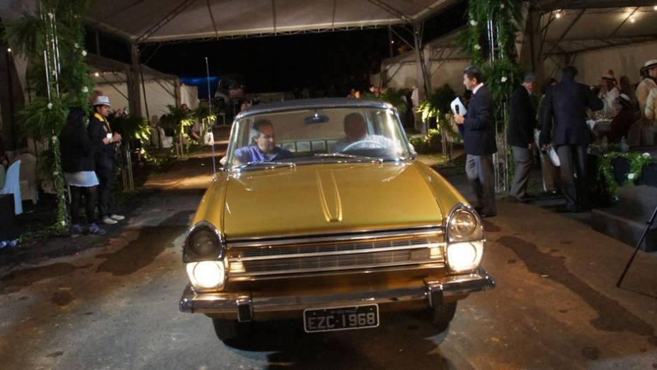 """Chrysler Esplanada 1968   <a href=""""http://quatrorodas.abril.com.br/noticias/classicos//encontro-paulista-autos-antigos-movimenta-aguas-lindoia-feriado-742932.shtml"""" rel=""""migration"""">Leia mais</a>"""