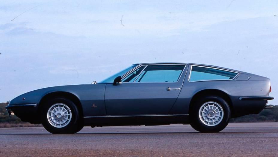 Maserati Indy - Influenciado no estilo pelo Ghibli, mas construído em monobloco, ele foi apresentado em 1969 e chegou a ser equipado com um V8 de 324 cv.