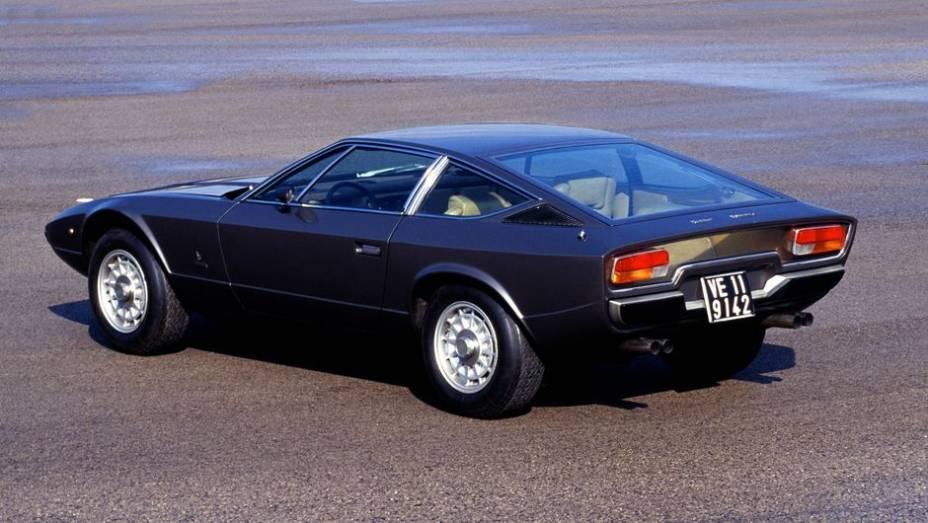 Maserati Khamsin - Substituto do Indy e do Ghibli, nunca alcançou a aura de clássico deste. Imitava a idéia da traseira transparente do Lamborghini Espada.