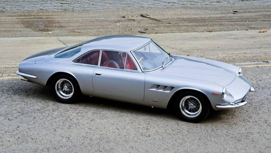Ferrari 500 Superfast - Conhecido como o Rolls-Royce da Ferrari, o exclusivo modelo de 1964 esbanjava acabamento esmerado, além dos 400 cv de seu V12.