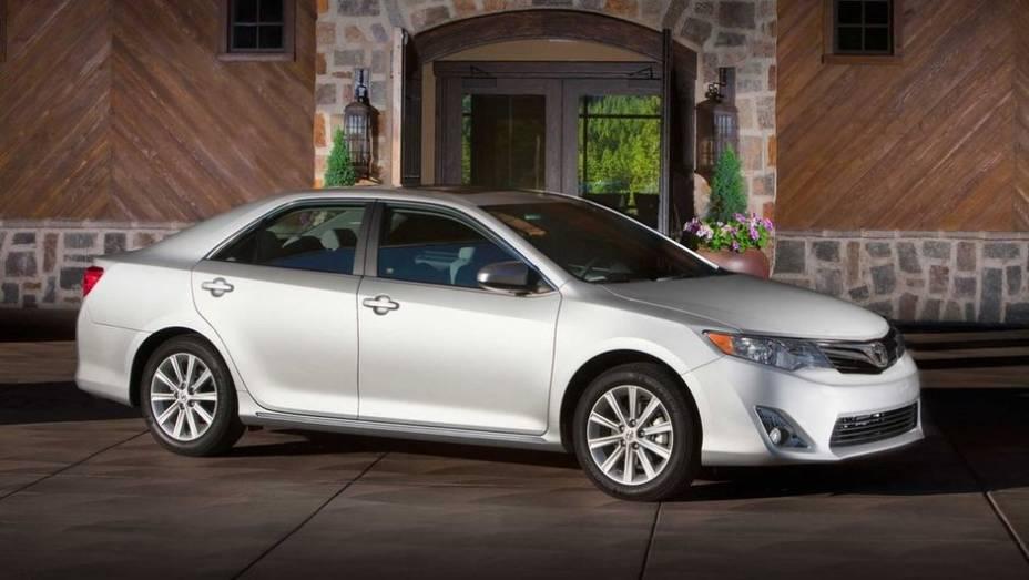 Toyota Camry - Vendas no 1º semestre de 2013: 338.749 unidades - Vendas no 1º semestre de 2012: 348.112 unidades - Crescimento: -2,7%