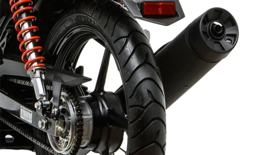 """Moto conta com freio a disco na roda dianteira, mas a tambor na traseira   <a href=""""http://quatrorodas.abril.com.br/moto/noticias/yamaha-lanca-ys150-fazer-r-7-390-00-752066.shtml"""" rel=""""migration"""">Leia mais</a>"""