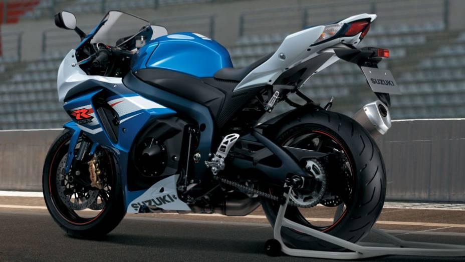 """O sistema de exaustão da GSX-R1000 possui a tecnologia SAES (Suzuki Advanced Exhaust System - Sistema de exaustão avançado Suzuki)   <a href=""""http://quatrorodas.abril.com.br/moto/noticias/suzuki-lanca-gsx-r1000-2014-752224.shtml"""" rel=""""migration"""">Leia mais</a>"""